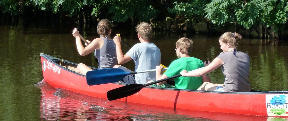 Ostfrieslandurlaub am Kanal – und der Alltag kann Pause machen.