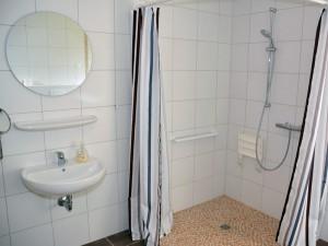 Behindertengerechte Dusche (120 x 120 cm)